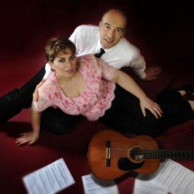 Claudio e Diana difendono Napoli con la musica
